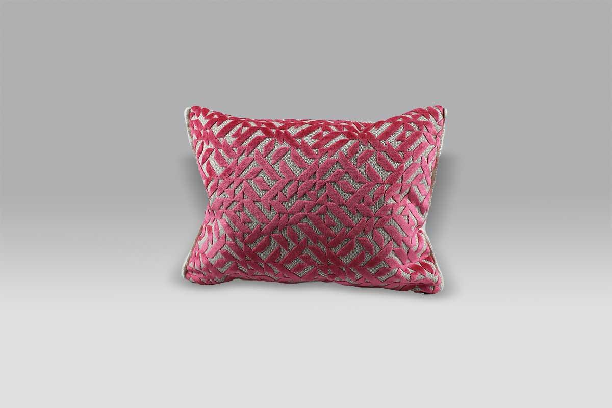 Cuscini Fucsia.Cuscino Dufrne Fuchsia Designers Guild Interni Collezioni