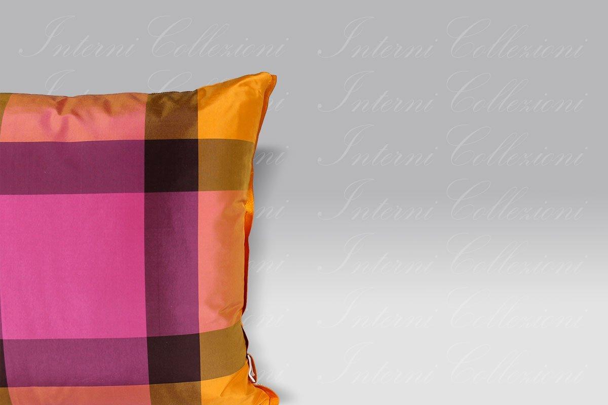 Cuscino Varanasi fuchsia silk Designers Guild